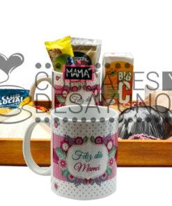 desayuno mama con taza
